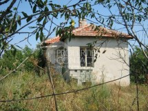 We offer for sale a house with a yard in the village of Vinarsko,25 kms from Bourgas, Bulgaria