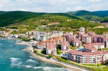 For sale two-bedroom apartment in Bulgaria on the first line of the sea in Elenite