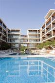 Apartment complex on the front line in Obzor - swimming pool