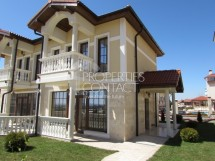 Two-storey house with yard for sale in small complex in Kosharitsa, Bulgaria