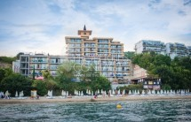 Luxury real estate on the beach in Bulgaria in the town of Sveti Vlas - sale of a two-bedroom apartment in the complex Caesar Palace