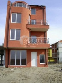 "Four floors ""Balkan Breeze 3"" with the land, quarter Cherno More"