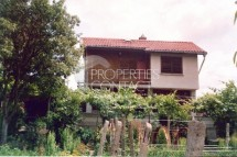 Resale of a two-storey house with a large yard, in Bulgaria