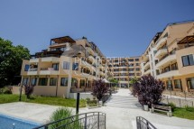 One-bedroom apartment for sale on the first line with a sea view in Ravda, Bulgaria